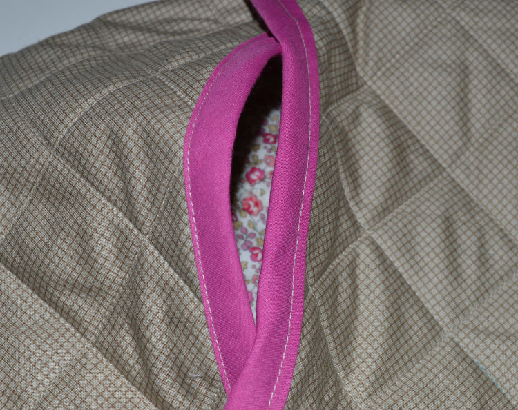 Quilted Hot Water Bottle Cover // bias trim - outside // Holm Sown