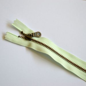 YKK Donut Pull Metal Tooth Zip // 14 inch / 35.5cm // light mint green // Holm Sown