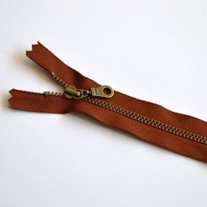 YKK Donut Pull Metal Tooth Zip // 14 inch / 35.5cm // cayenne brown // Holm Sown