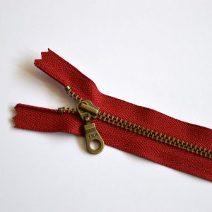 YKK Donut Pull Metal Tooth Zip // 14 inch / 35.5cm // cranberry red // Holm Sown