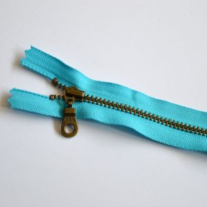 YKK Donut Pull Metal Tooth Zip // 14 inch / 35.5cm // parrot blue // Holm Sown