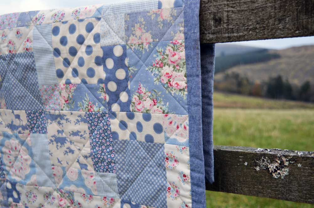 Tilda Sweetheart Nine Patch Quilt | binding detail | Holm Sown