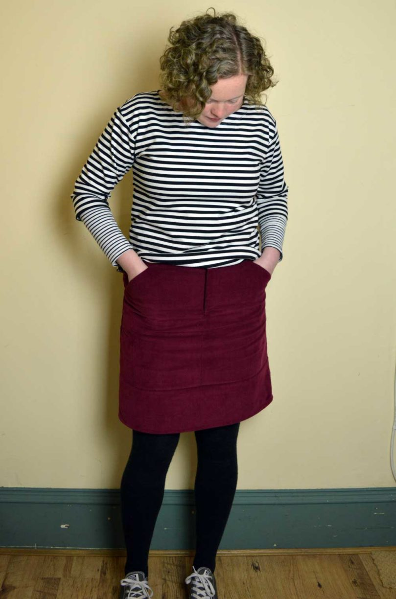 Grainline Moss Skirt Burgundy Cord - front pockets | Holm Sown