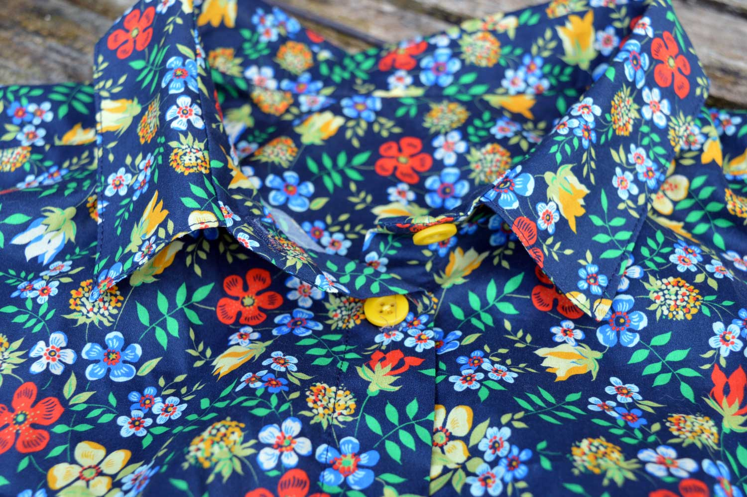 Holm Sown: Grainline Studio Alder Shirt - Liberty Edenham F. Collar detail.