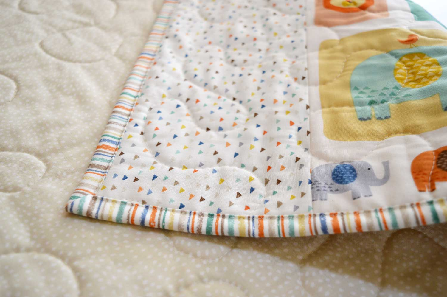 Holm Sown: A Speedy Baby Jungle Quilt - machine sewn quilt binding (right-side)