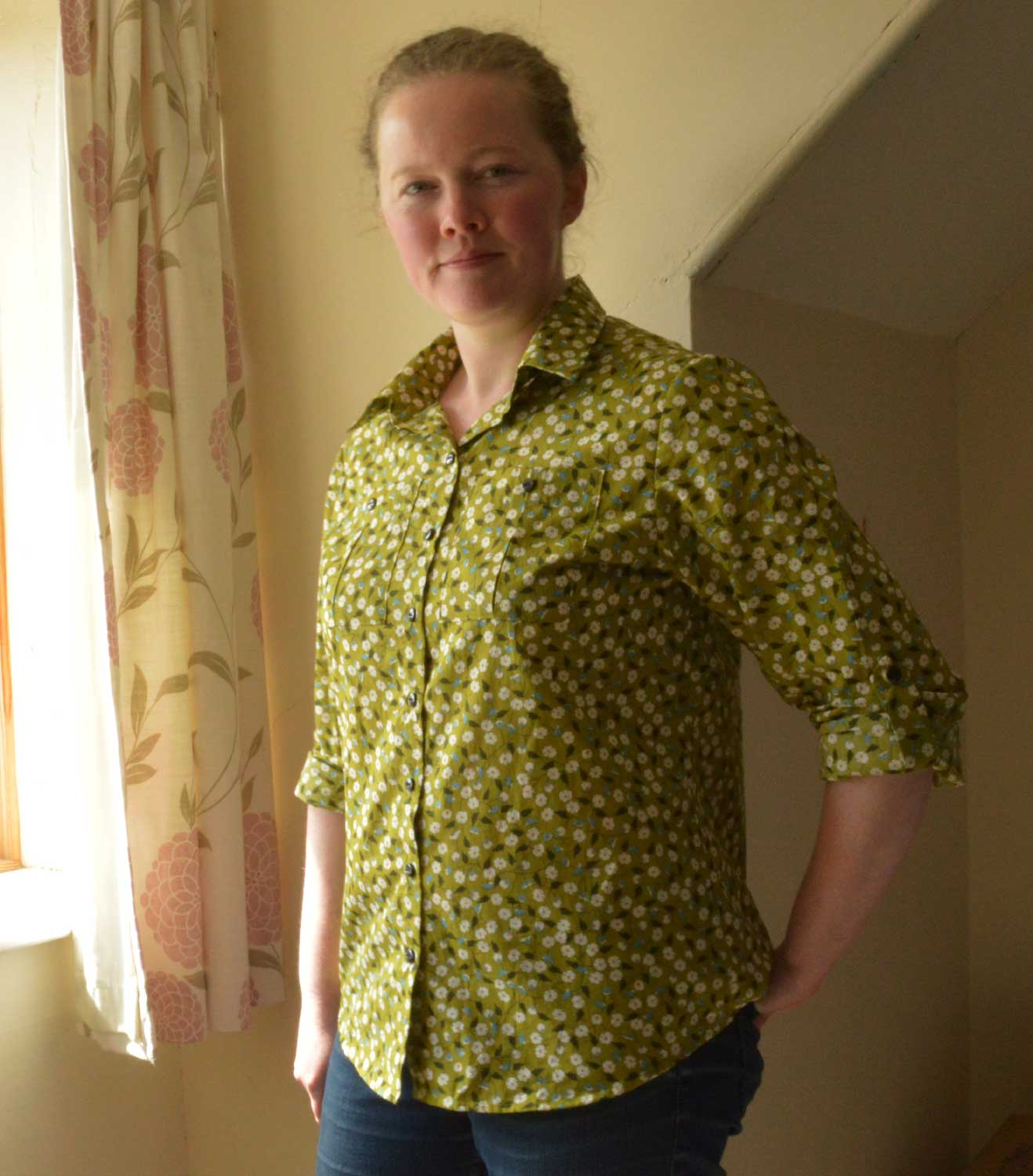 Holm Sown: Butterick B5526 Shirt // daisy pima cotton lawn - green // shirt front and sleeves rolled up
