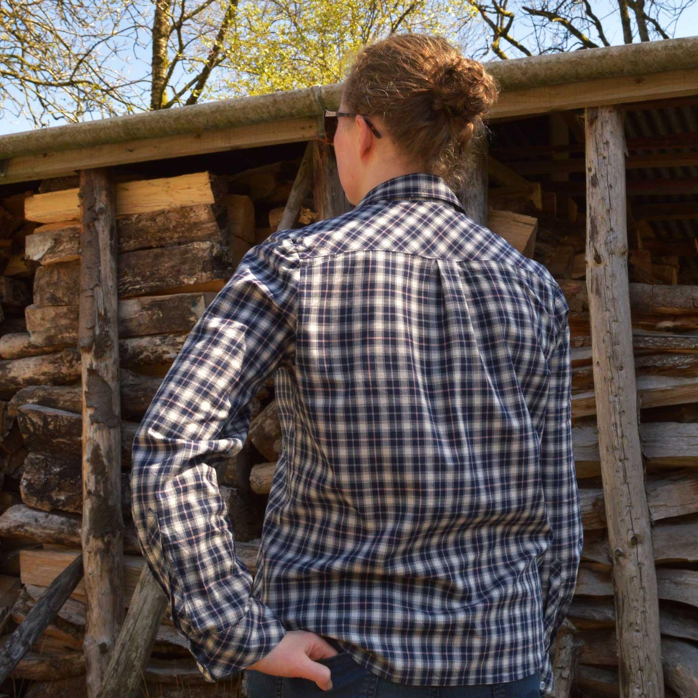 Holm Sown: Grainline Studio Archer Shirt in Castle Check Cotton - Navy // back detail