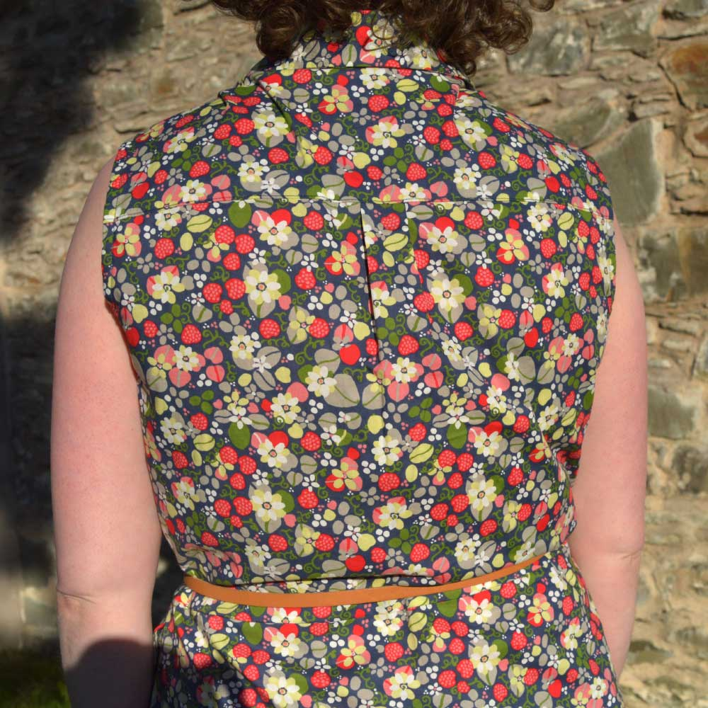 Holm Sown: McCalls M7351 Shirtdress - Strawberry Fields cotton lawn // back detail