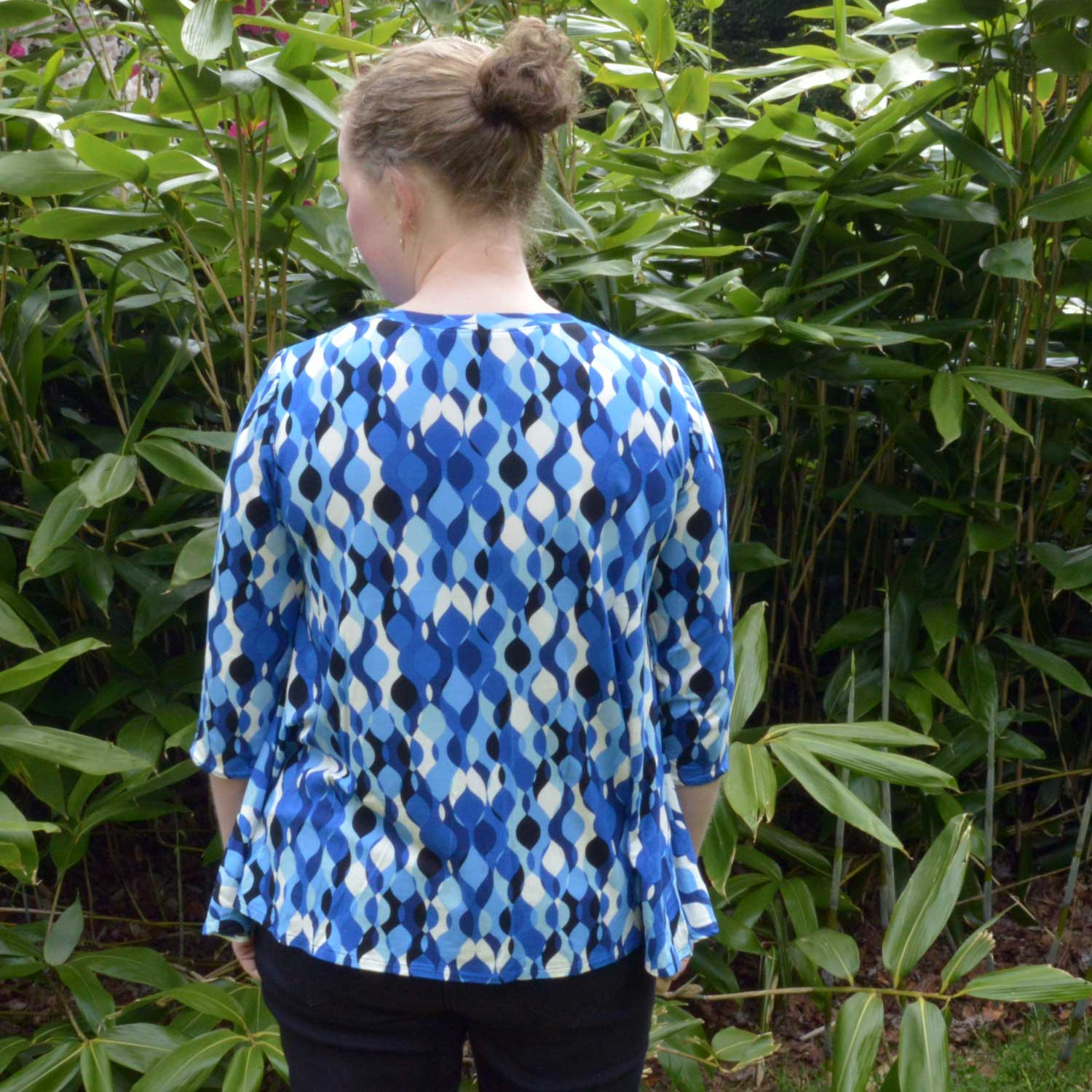 Holm Sown: McCalls M7407 by Melissa Watson - Swing Tee // fabric: retro ripple viscose jersey // back detail