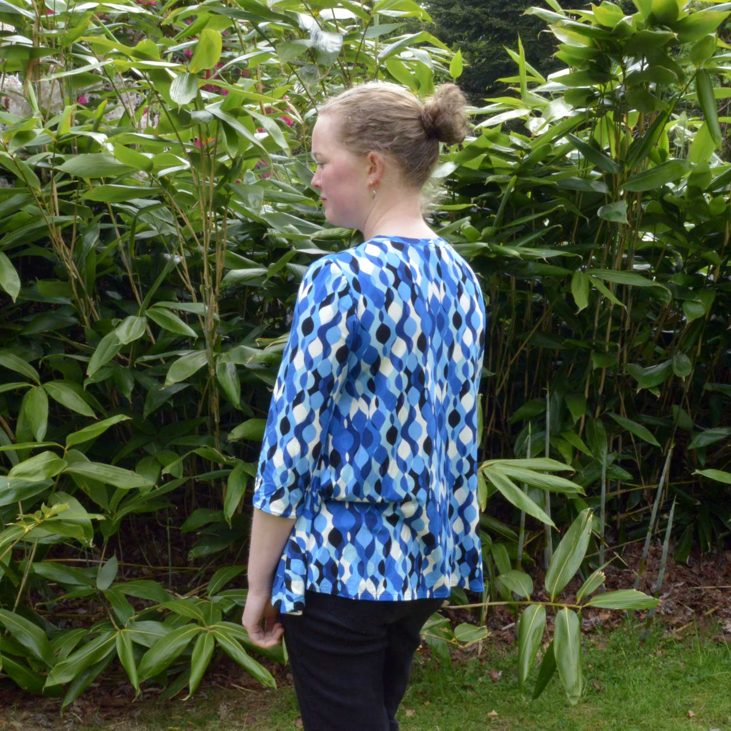 Holm Sown: McCalls M7407 by Melissa Watson - Swing Tee // fabric: retro ripple viscose jersey // side detail