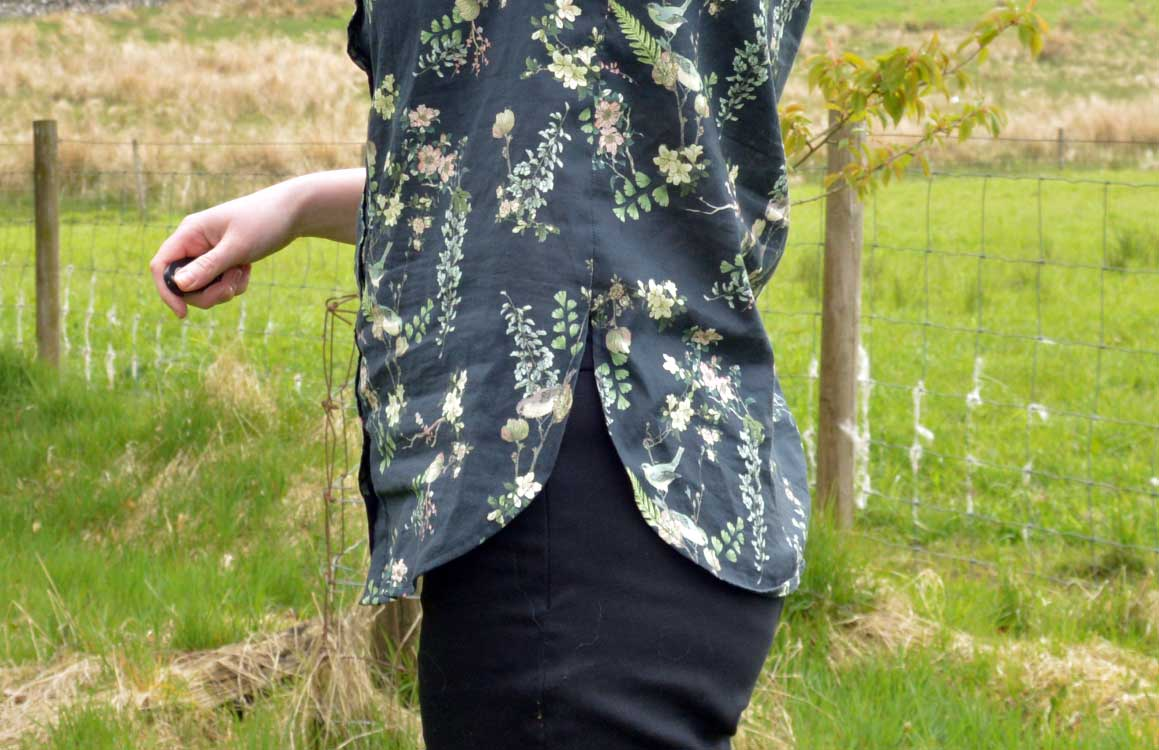 Holm Sown: McCalls M7472 raglan sleeve shirt - curved hem detail