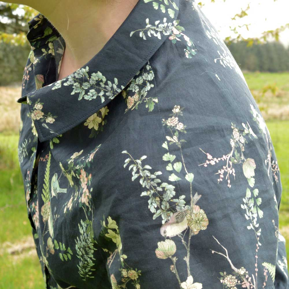 Holm Sown: McCalls M7472 raglan sleeve shirt - sleeve dart close up