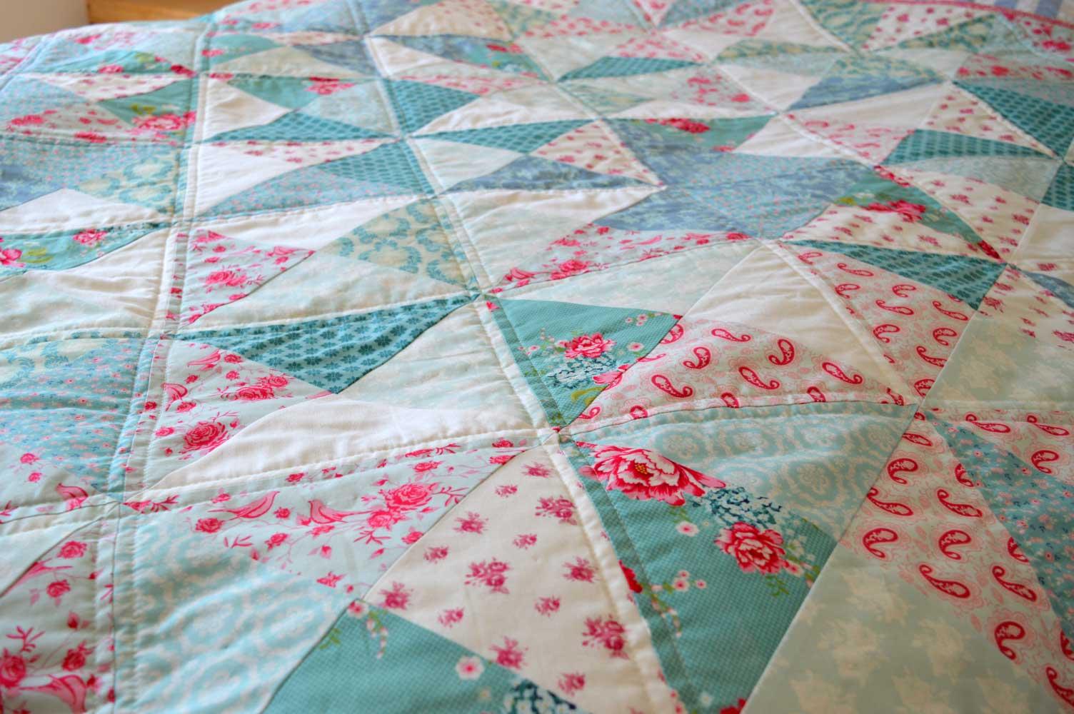 Holm Sown: Tilda Pinwheel Quilt // quilting detail
