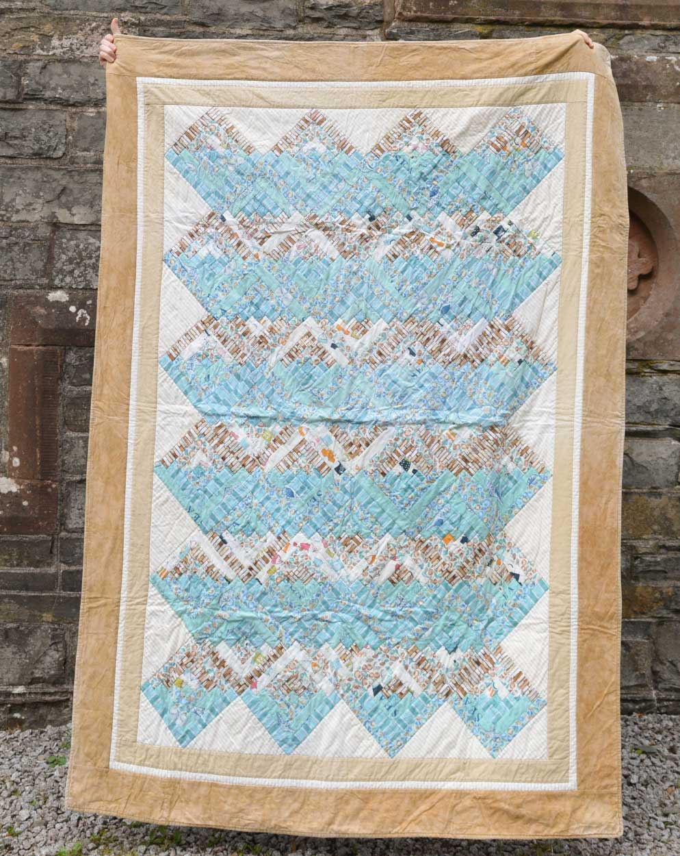 Quilts for Grenfell - Dumfries & Galloway Modern Quilt Guild (DGMQG) // Log Cabin Quilt